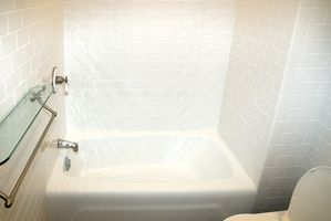 Cómo Refinish un ducha de tina de fibra de vidrio