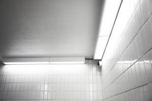 Cómo Agregar filas decorativas a un metro azulejo Backsplash