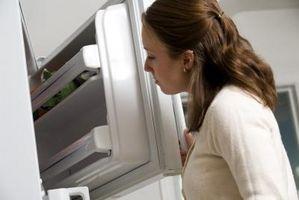 Cómo solucionar problemas de un congelador cuyos parte inferior estantes están descongelando