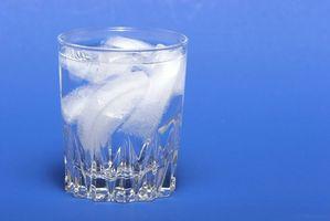 ¿Como soluciono una Amana Ice Cube Maker que fugas de agua?
