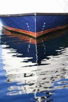 Cómo cubierta de un barco de casco de V