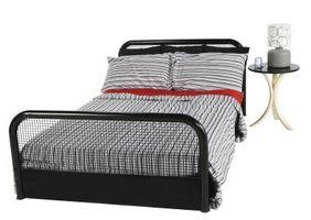 Cómo arreglar una cama doble en una esquina