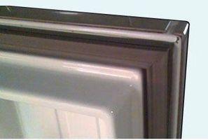 Cómo fijar un sello de puerta de congelador