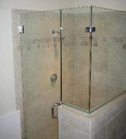 Instalar una puerta de ducha de vidrio sin marco