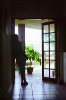 Cómo colgar tratamientos tradicional ventana sobre una puerta francesa