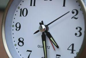 Cómo ajustar un reloj de Autoset Seth Thomas