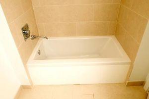 Cómo cambiar una bañera con un Kit de ducha sin marco
