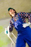 Cómo colgar azulejos del techo con adhesivo