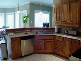 Cómo instalar las perillas de puertas de cocina