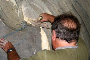 Cómo instalar baldosas de vinilo con adhesivo