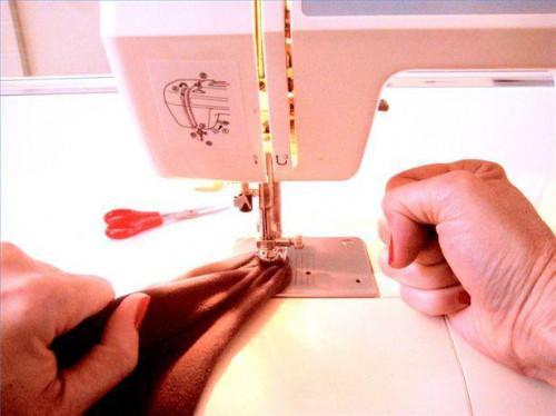 Cómo desatascar una máquina de coser