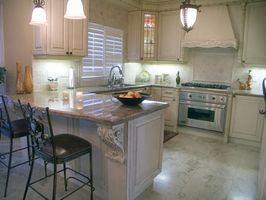 Ideas para remodelar una cocina en isla con columnas