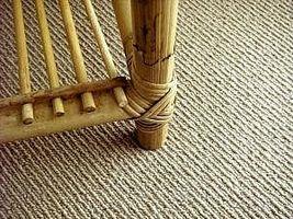 Cómo colocar azulejos de la alfombra en una habitación