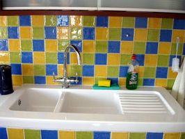 Cómo instalar un fregadero de porcelana a una encimera de cocina