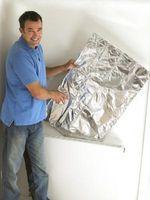 Cómo instalar lámina de envoltura de aislamiento