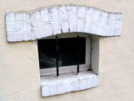 Cómo utilizar pozos de ventana para evitar que el agua en el sótano