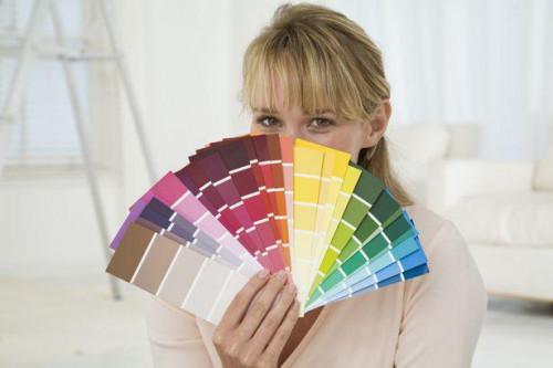 ¿Va la pintura rosa claro con una alfombra de color malva?