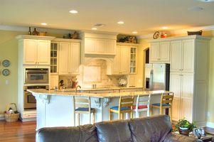 Cómo decorar los gabinetes de cocina blanco