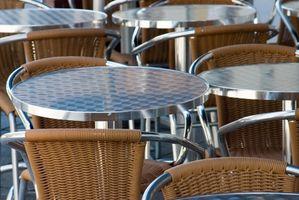 Cómo Refinish una silla con respaldo de caña