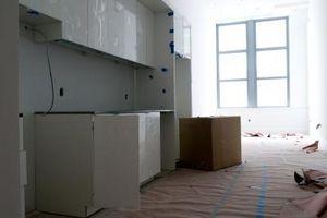 ¿Cómo rasgar hacia fuera muebles viejos e instalar los nuevos