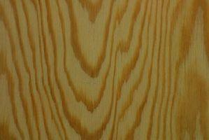 Cómo instalar un substrato de madera contrachapada en un piso de cemento