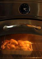 ¿Cómo limpiar una puerta de vidrio en un horno tostador