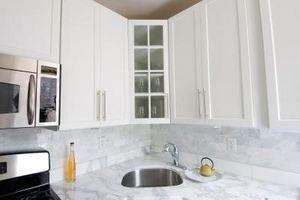 Acabado de armarios de cocina con un esmeril