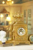 Cómo configurar relojes de repisa de la chimenea