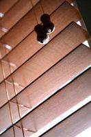 Cómo salmuera madera persianas de ventana de ajuste