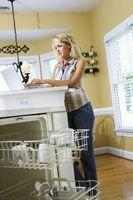 Cómo ejecutar una línea de agua caliente para lavavajillas