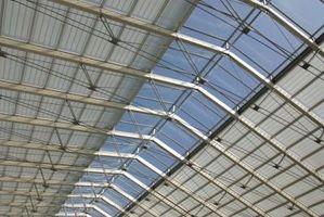 ¿Cómo instalar un falso techo sobre una estructura de edificio?