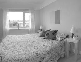 Ideas de diseño para un dormitorio moderno pequeño