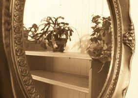 ¿Cómo obtener manchas de un espejo antiguo