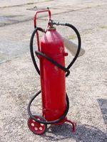 Cómo recargar y recargar un extintor de incendios
