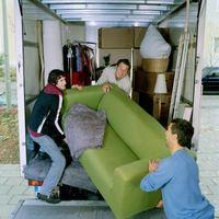 ¿Cómo construyo una rampa temporal sobre escaleras a un camión para mover cosas pesadas?