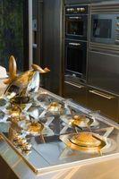 ¿Cómo reparar un arañazo en una estufa de acero inoxidable