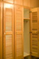 Como construir un cabecero de tamaño King con puertas tipo persianas del armario