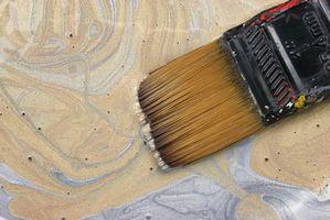 Cómo decorar un sótano con pintura oro