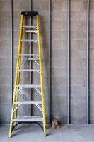 Precauciones de seguridad cuando use una escalera