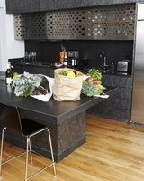 ¿Cuál es el mejor Material de suelo para cocinas con alto tráfico y derrames?