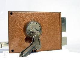 Cómo instalar una cerradura de la puerta de su casa