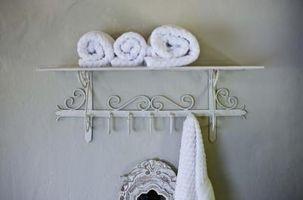 Cómo cortar moldura de corona en un cuarto de baño