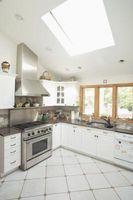 Cómo instalar soporte de acero inoxidable en la cocina