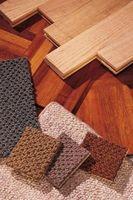 Cómo pegar los azulejos de la alfombra