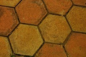 Cómo pintar azulejos de piso terracota