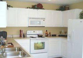 ¿Cómo resurgir puertas de gabinete cocina