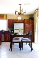 ¿Cómo resurgir una mesa de la cocina