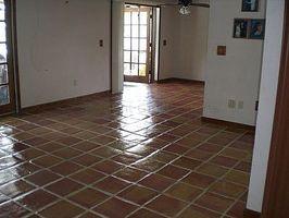 Cómo Refinish pisos viejos de mexicana