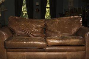 Cómo decorar una habitación pequeña con dos sofás de cuero