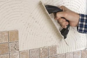 ¿Puedo conectar placa de soporte de cemento para paneles de yeso de una pared de azulejo?